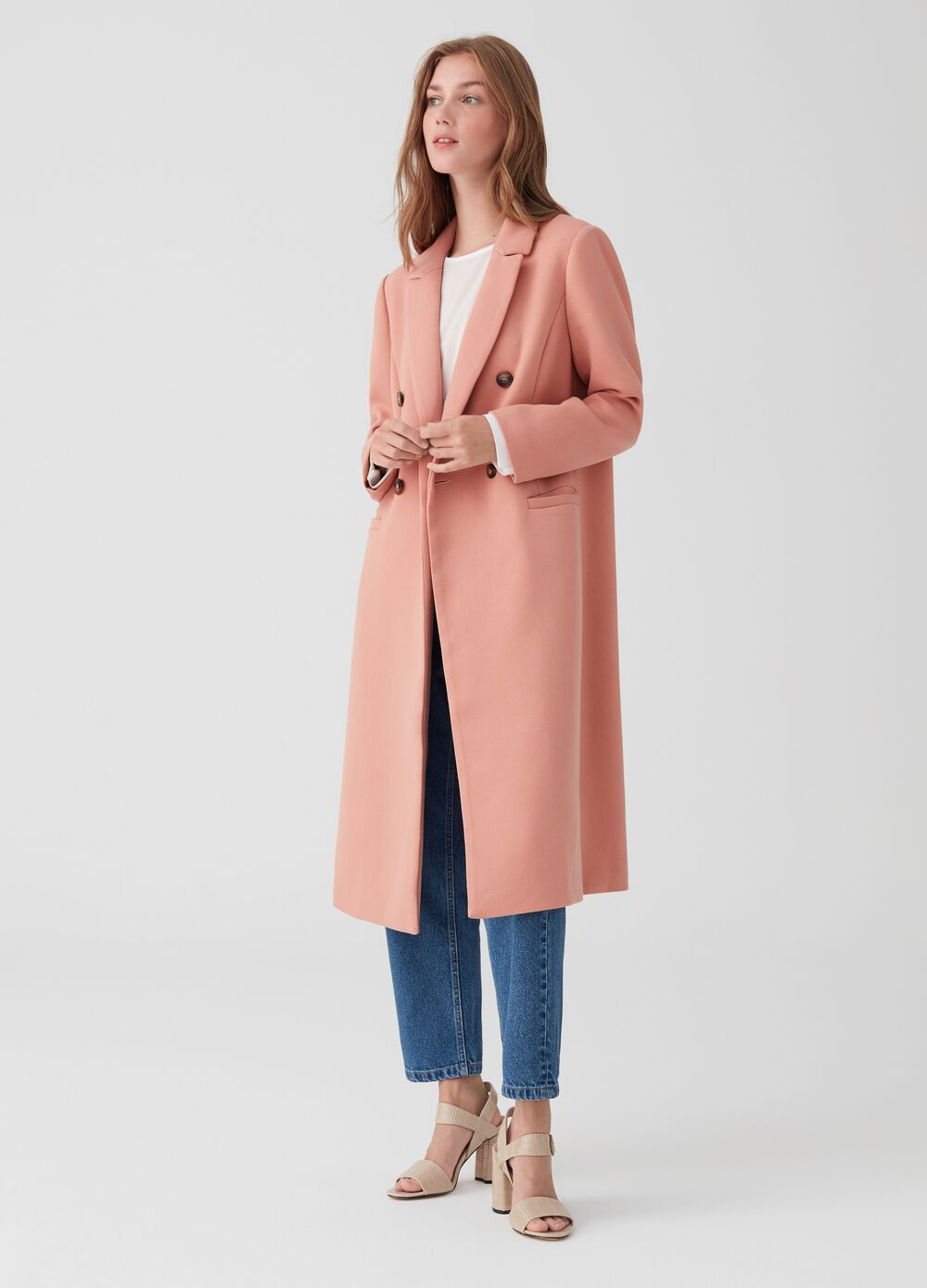 Coat with long lapels and pockets