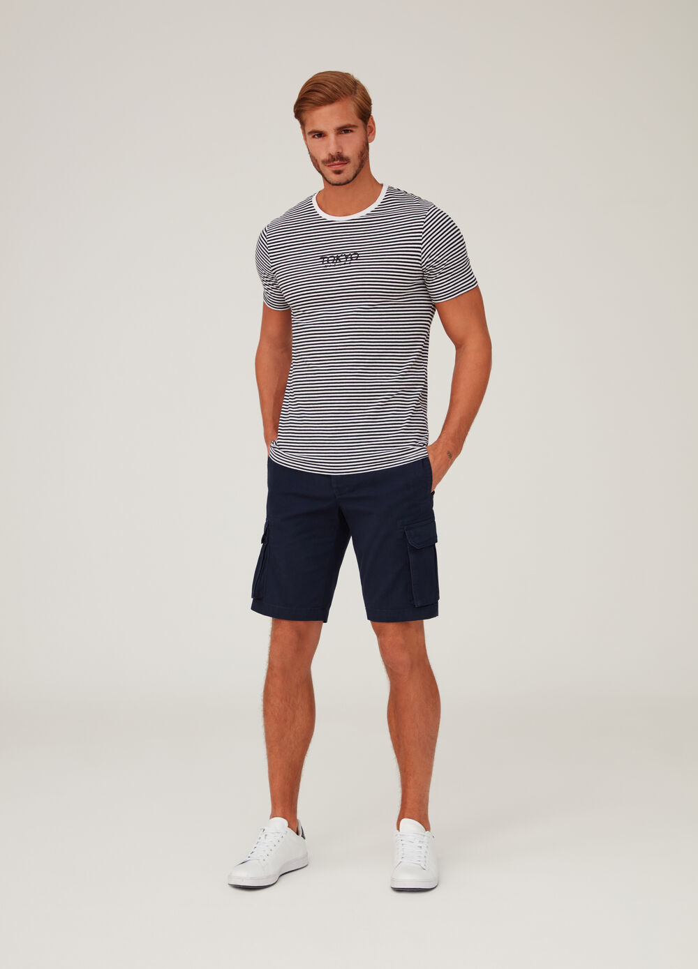 100% cotton regular-fit cargo shorts