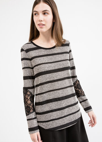Long-sleeved T-shirt with striped pattern