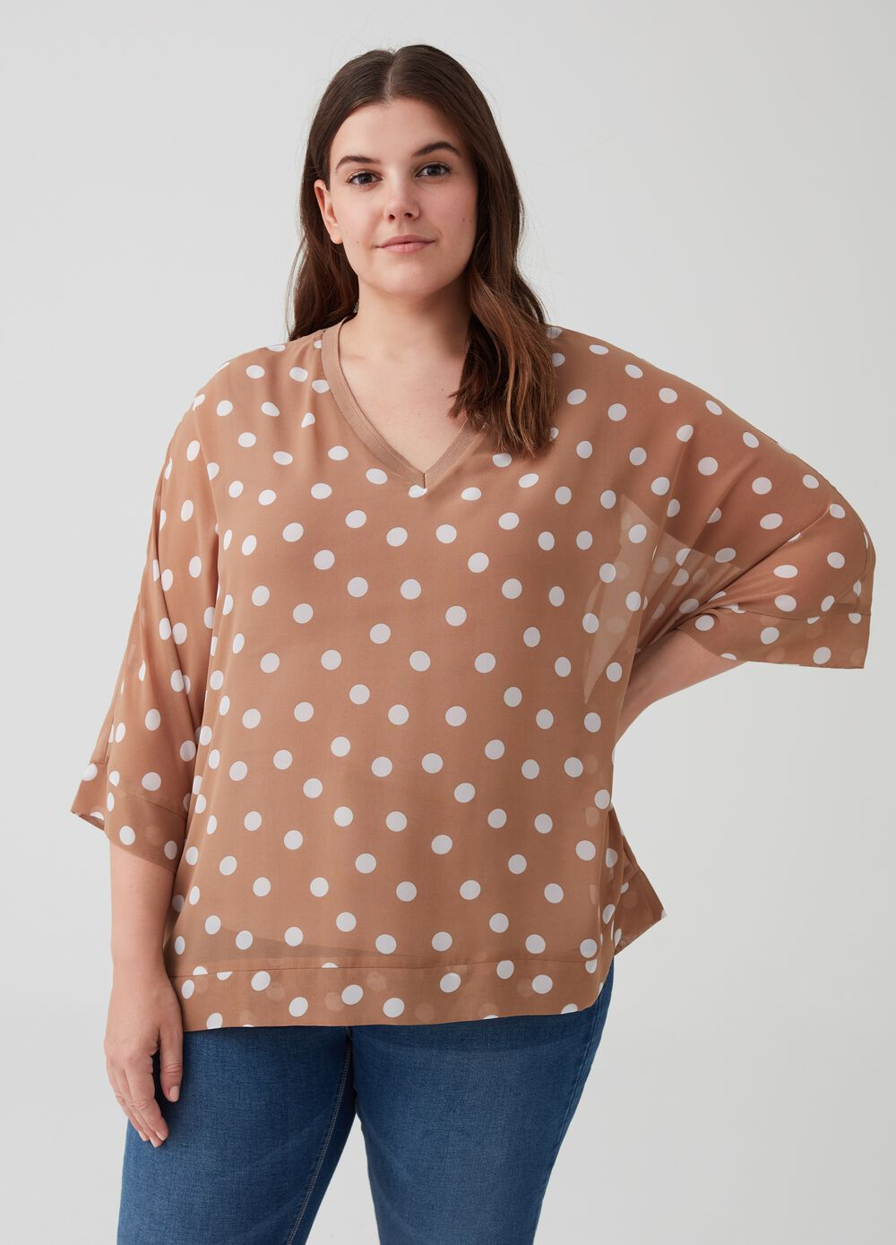 Curvy blouse with three-quarter sleeves and polka dots