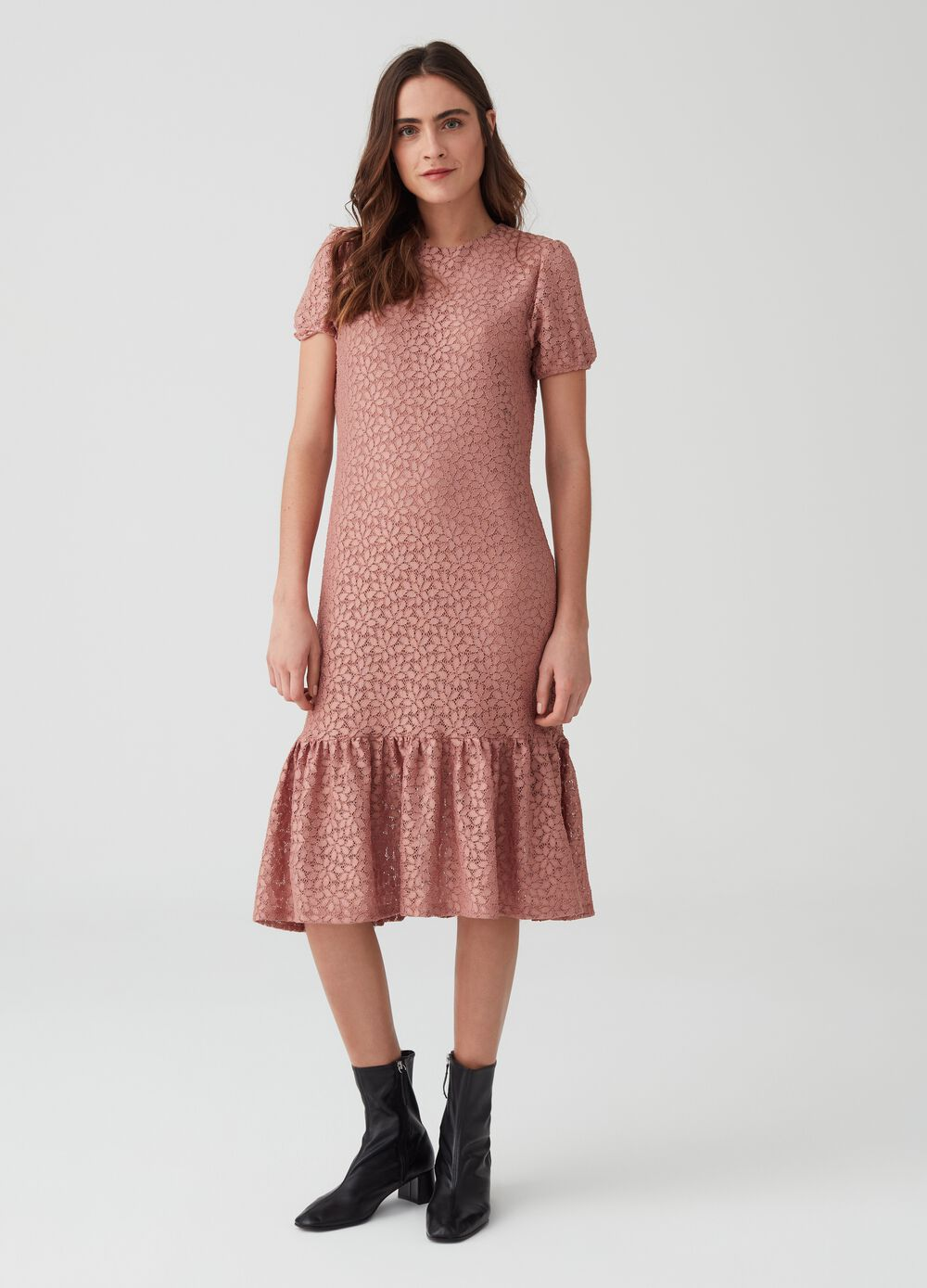 Floral lace dress with short sleeves