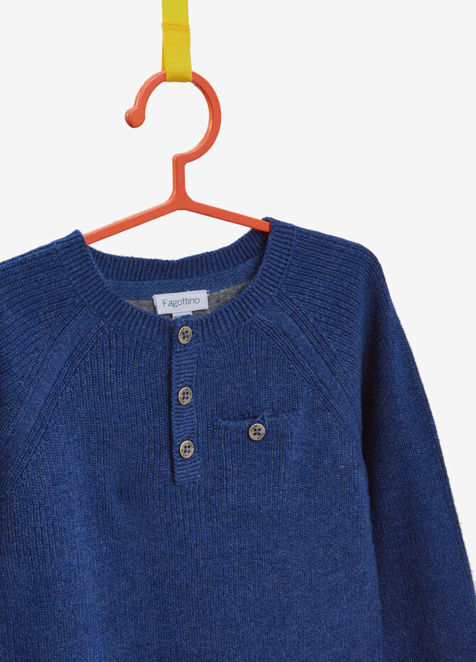 100% cotton pullover with pocket