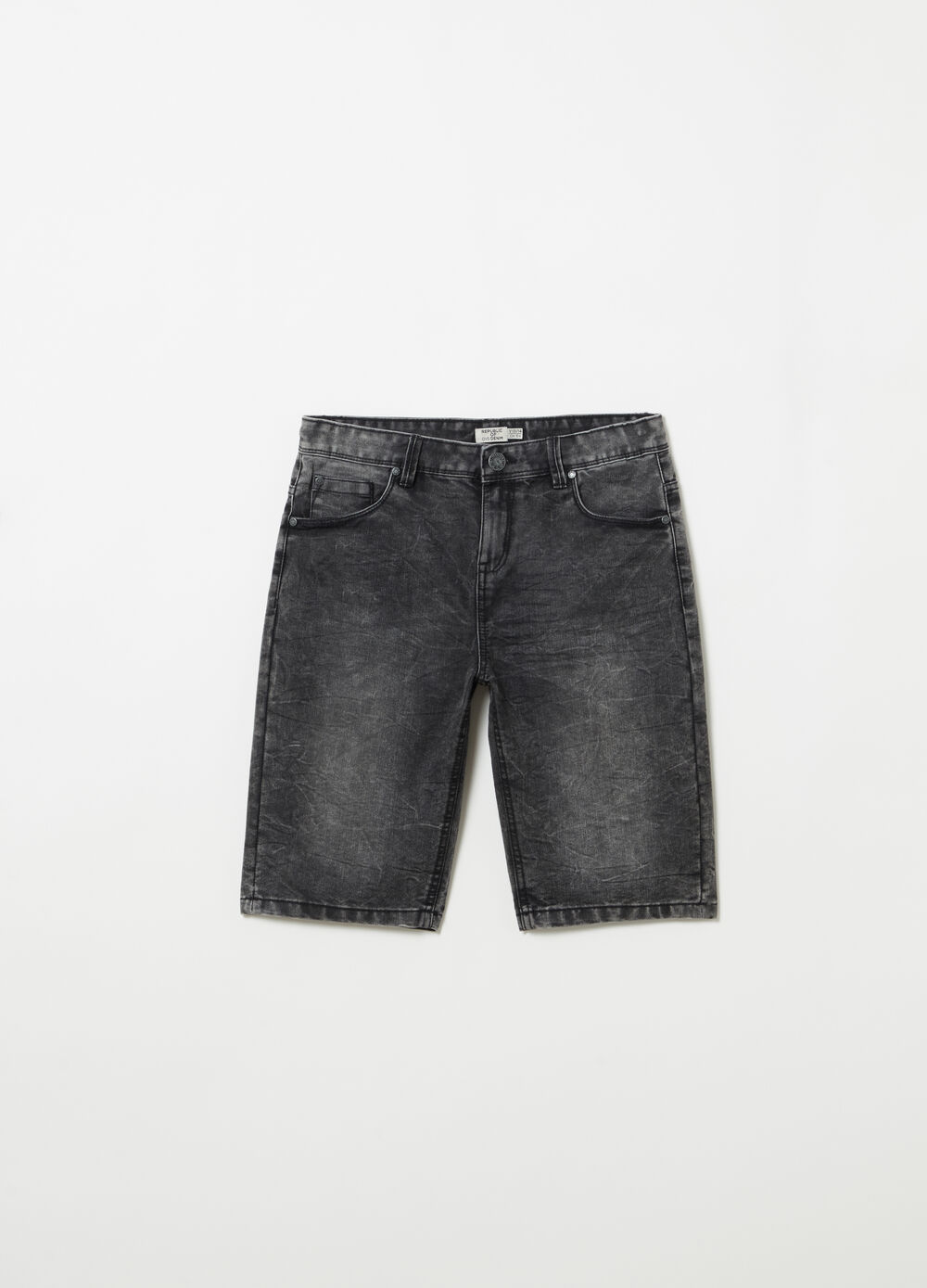 Washed-effect denim Bermuda shorts with pockets