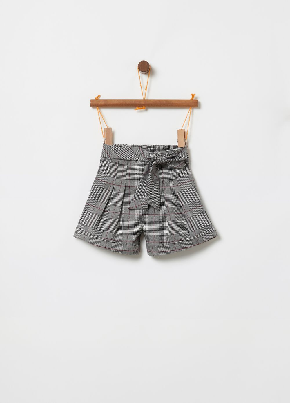 Shorts with belt and check pattern