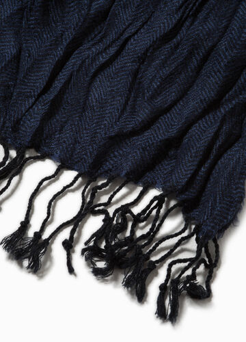 Creased-effect scarf with fringe