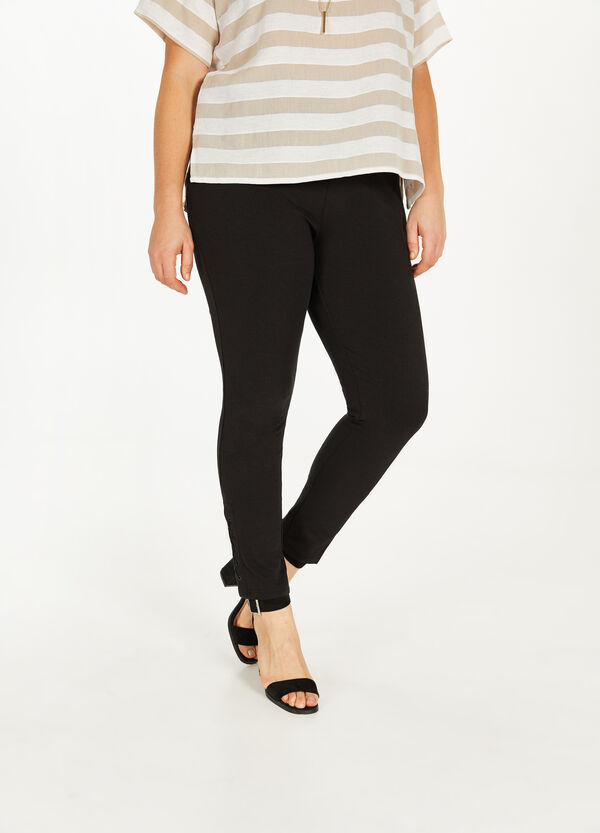 Curvy leggings with eyelets and laces