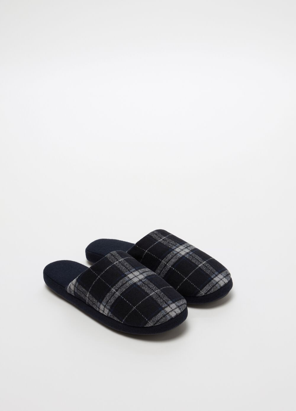 Slippers with check pattern and flat heel