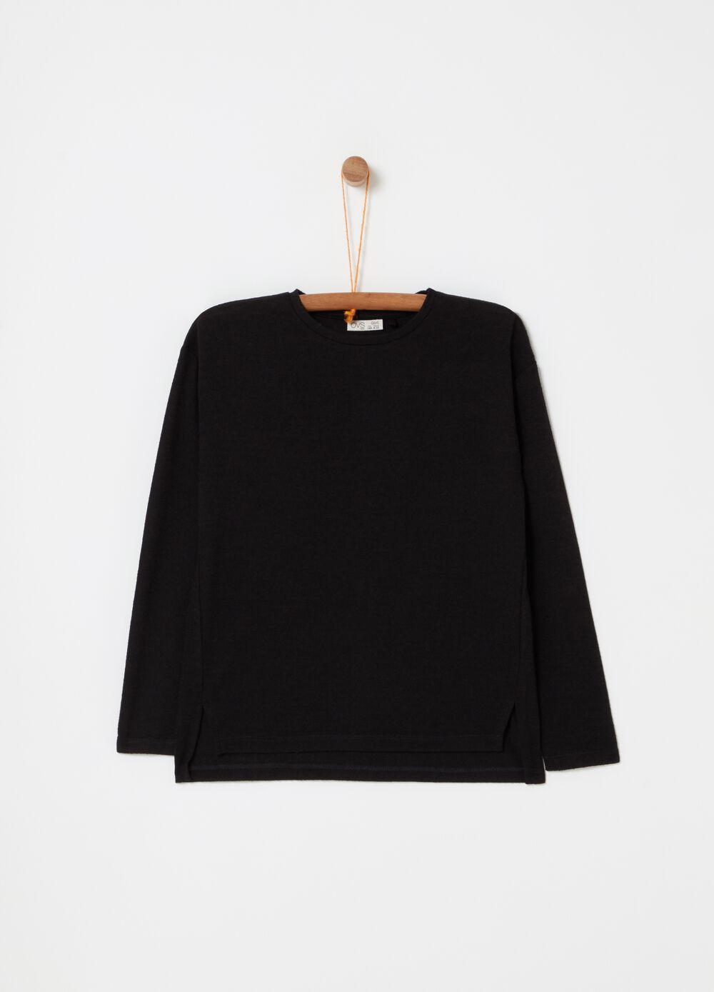 Top with round neck and long sleeves