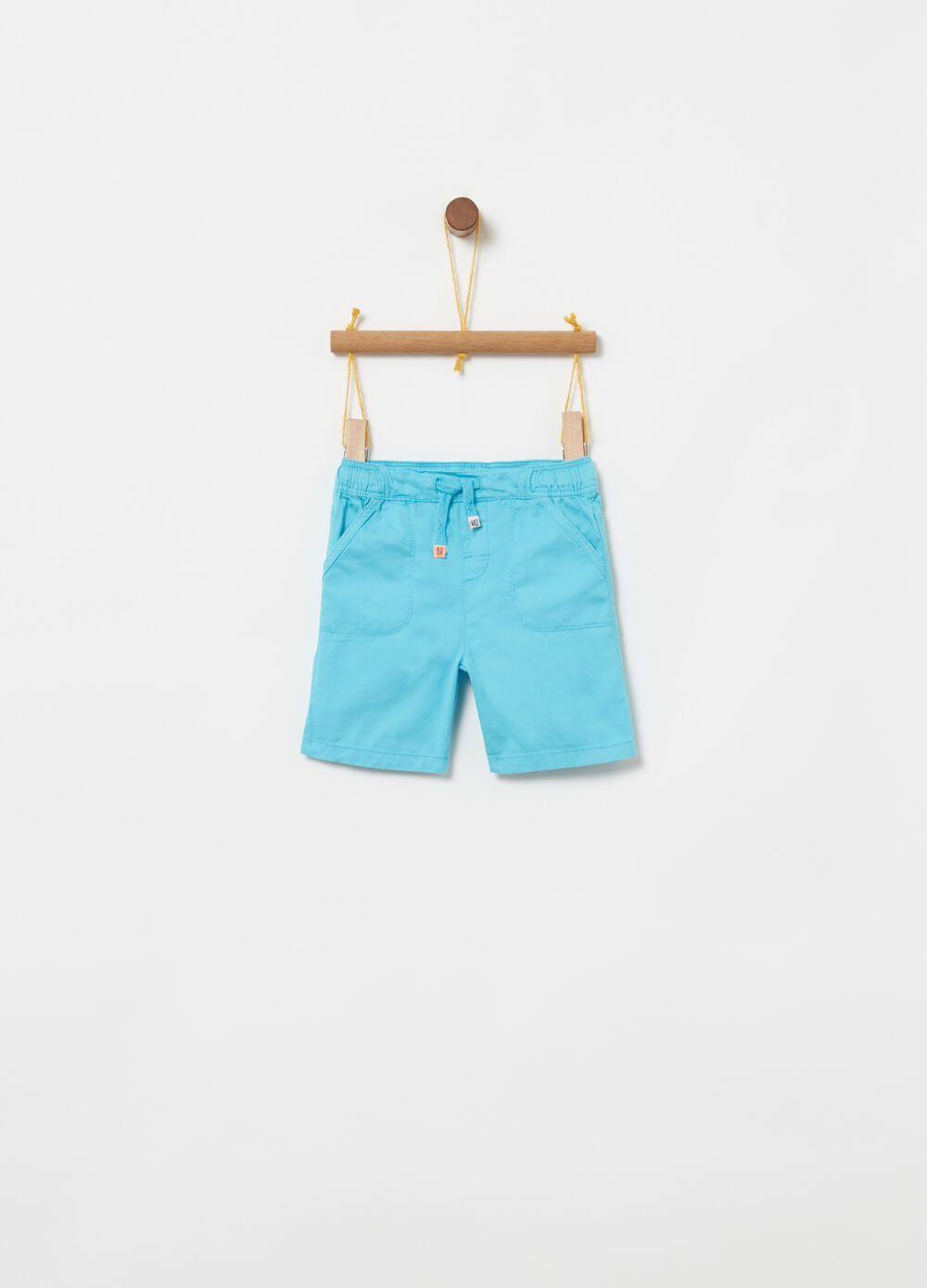 Bermuda shorts with welt pockets on the front