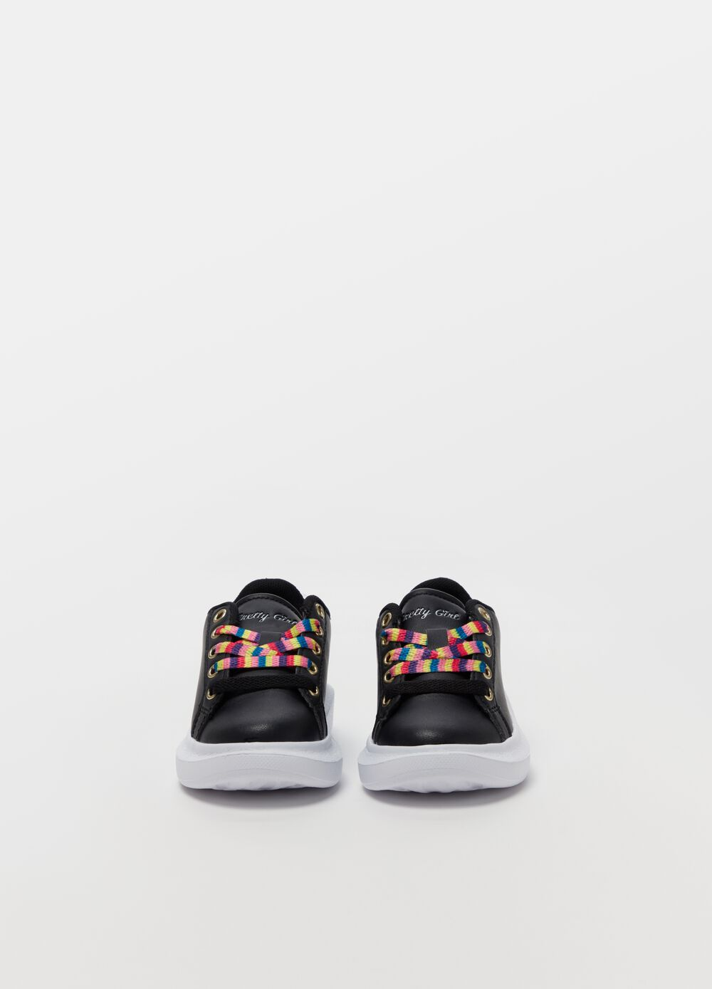 Sneakers with multicoloured laces
