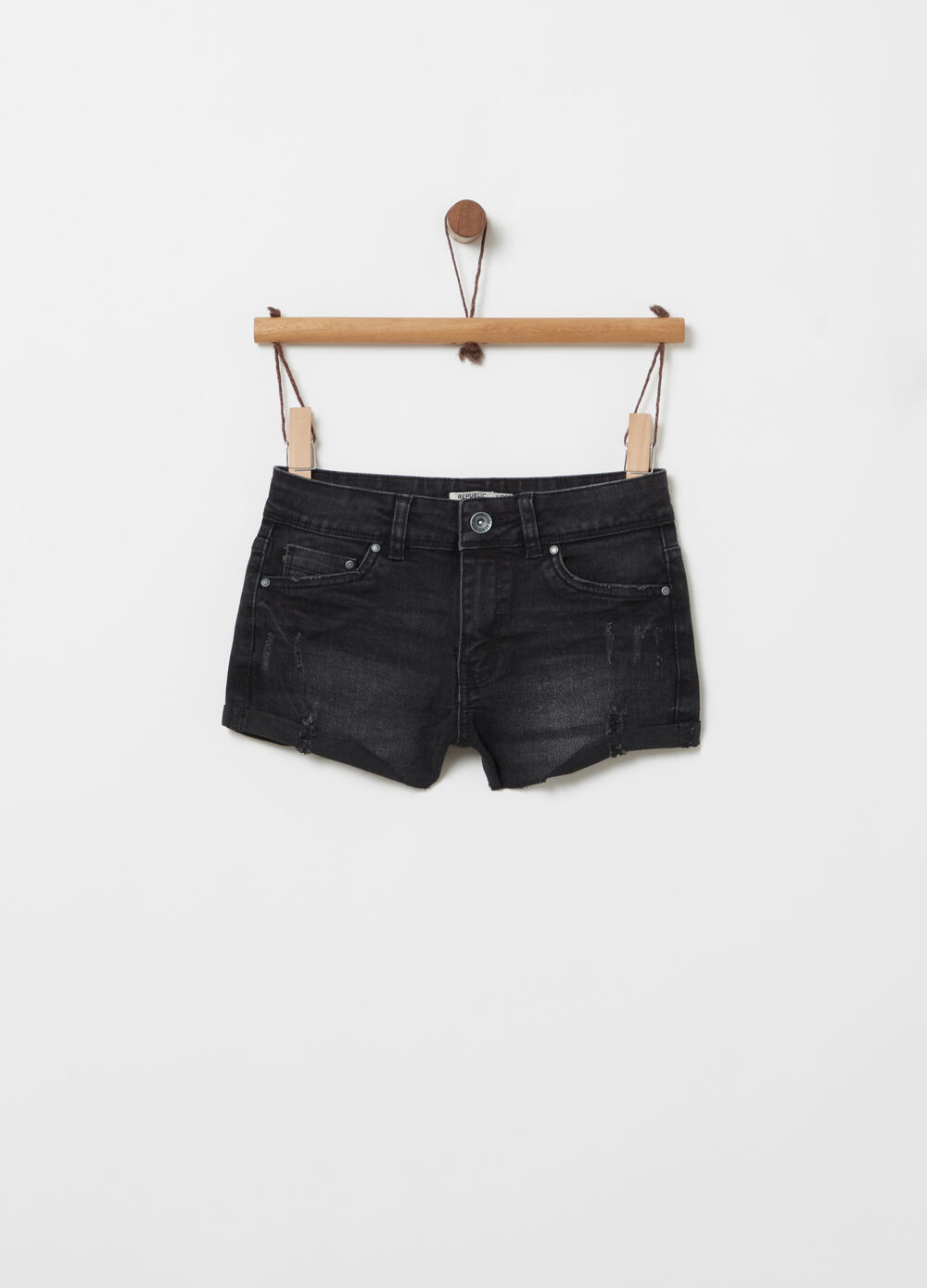 Shorts in denim con strappi delavato