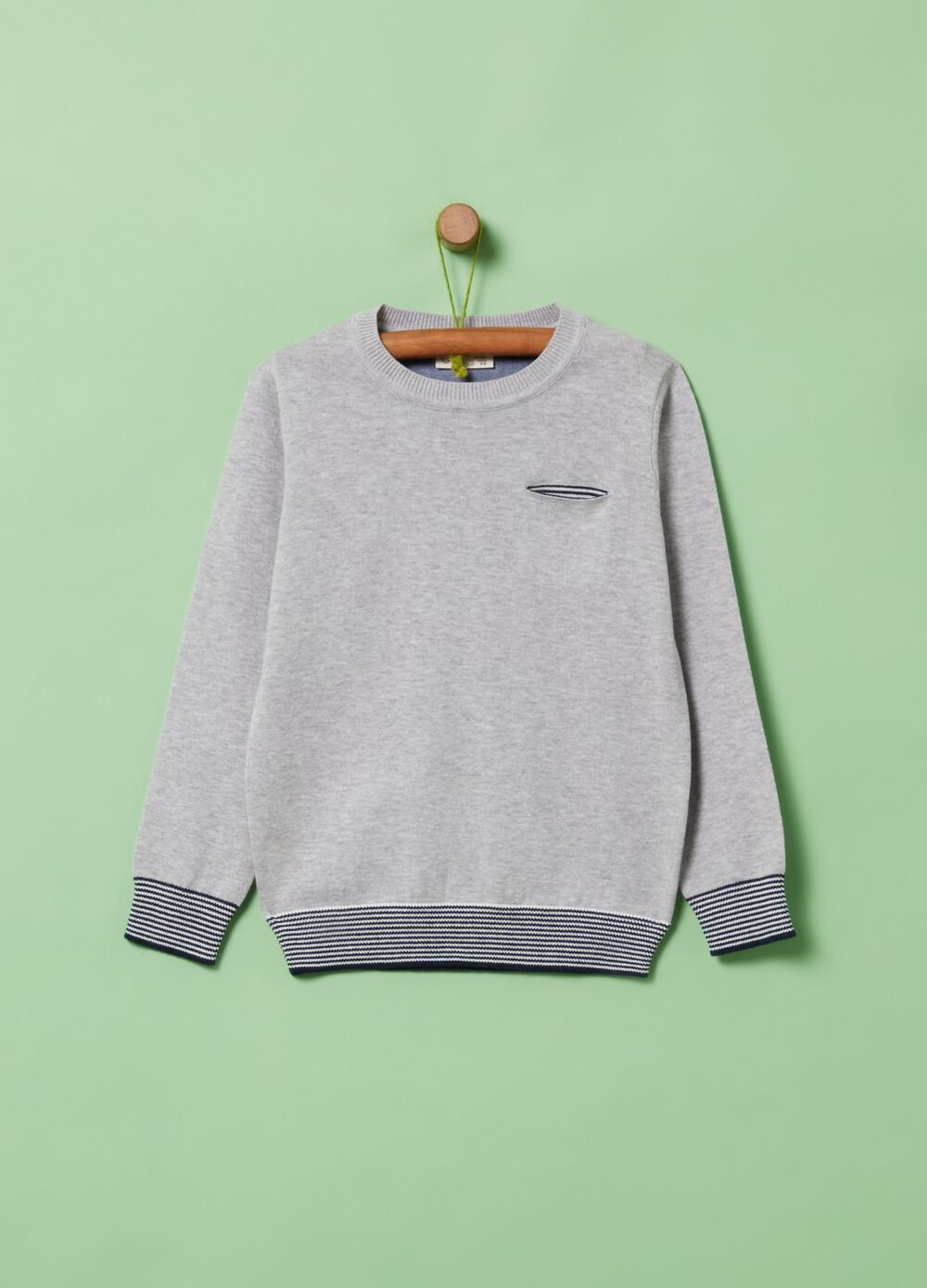 100% organic cotton pullover with pocket
