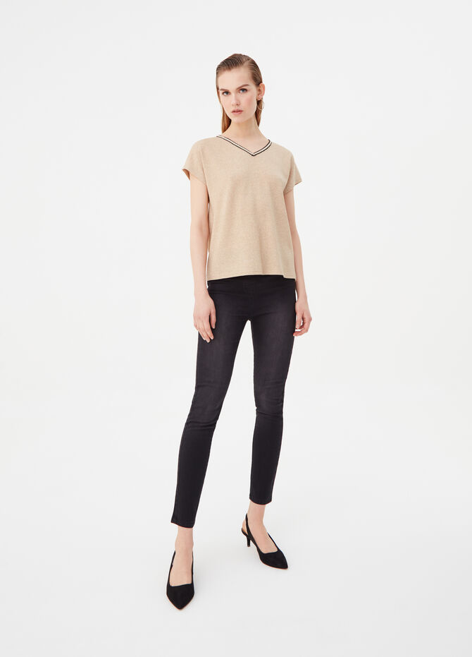 T-shirt with cap sleeves and V neck
