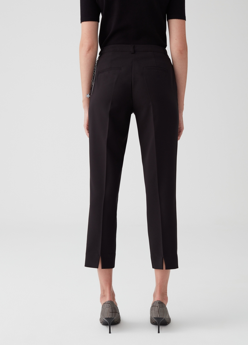 Stretch capri pants with pockets and chain at waist image number null