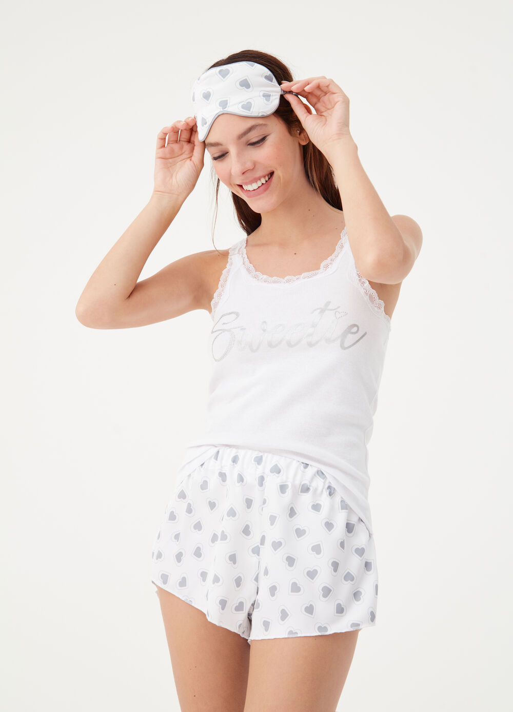 Pyjamas with eye mask and heart pattern