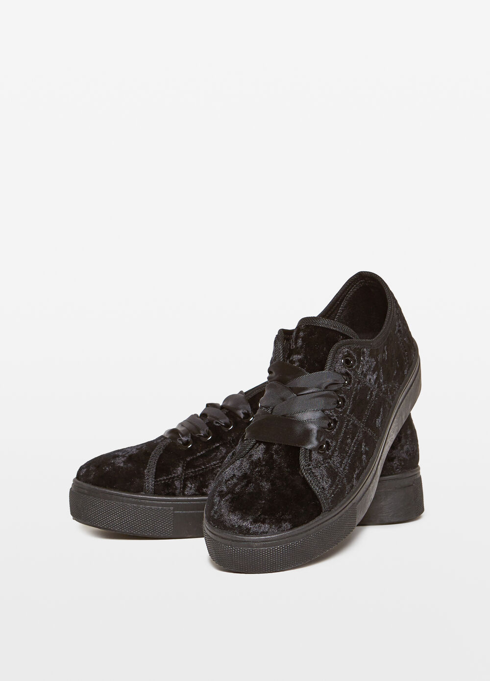 Sneakers in microfibre with low sole