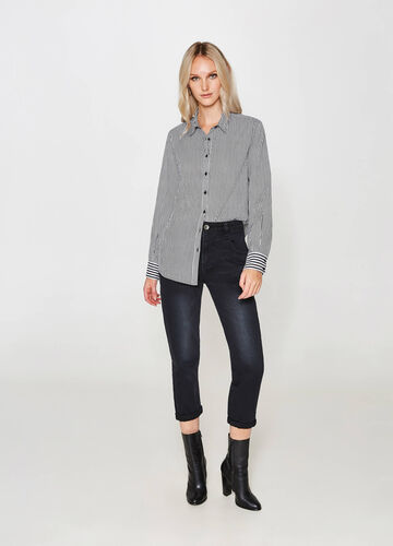 Crop mom-fit jeans with high waist and worn effect