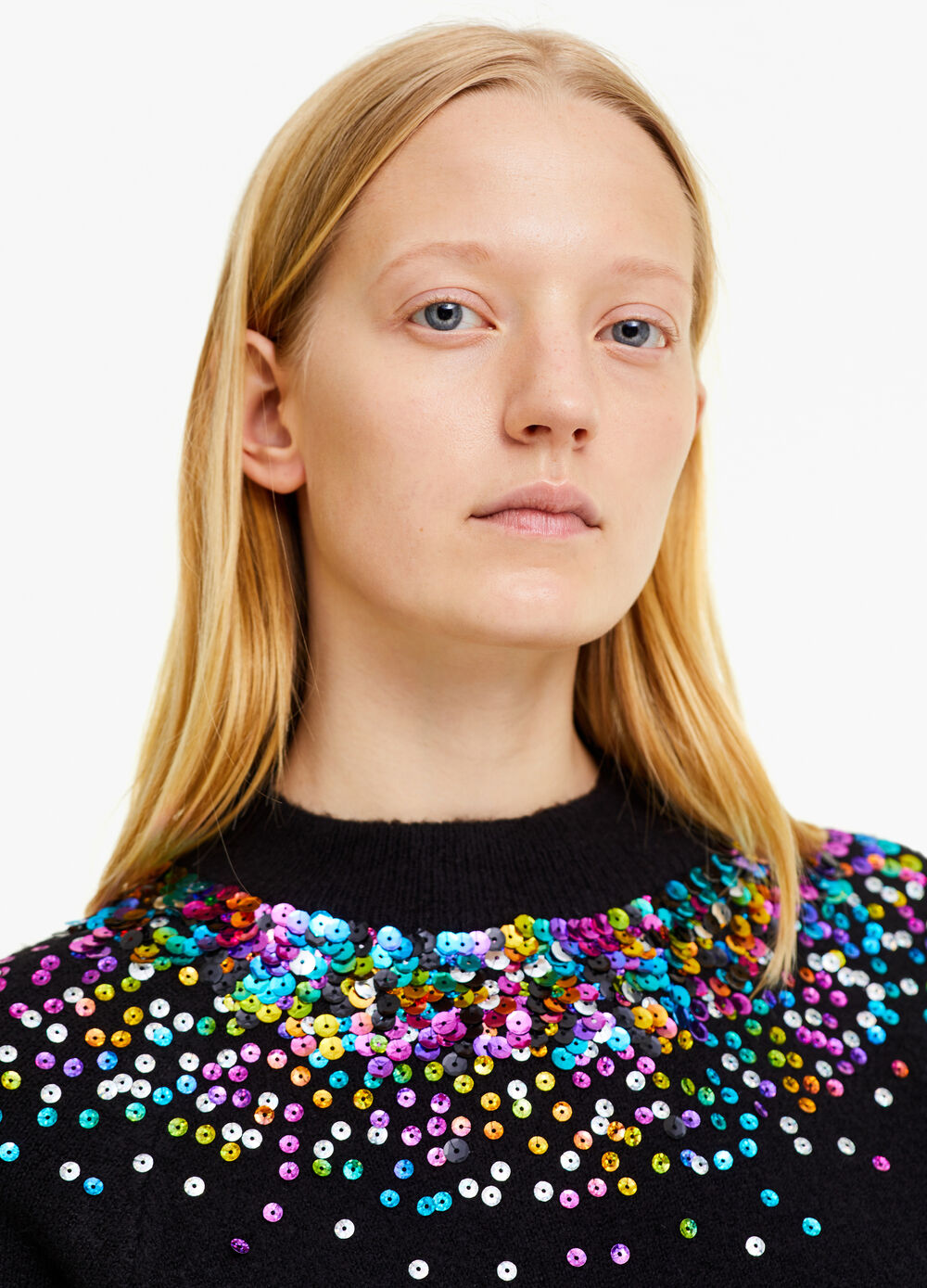 Solid colour stretch pullover with sequins