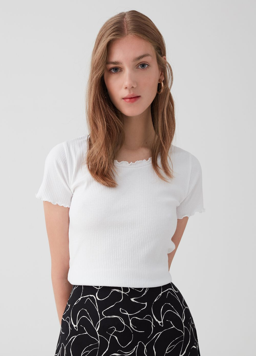 T-shirt in 100% cotton with wavy border