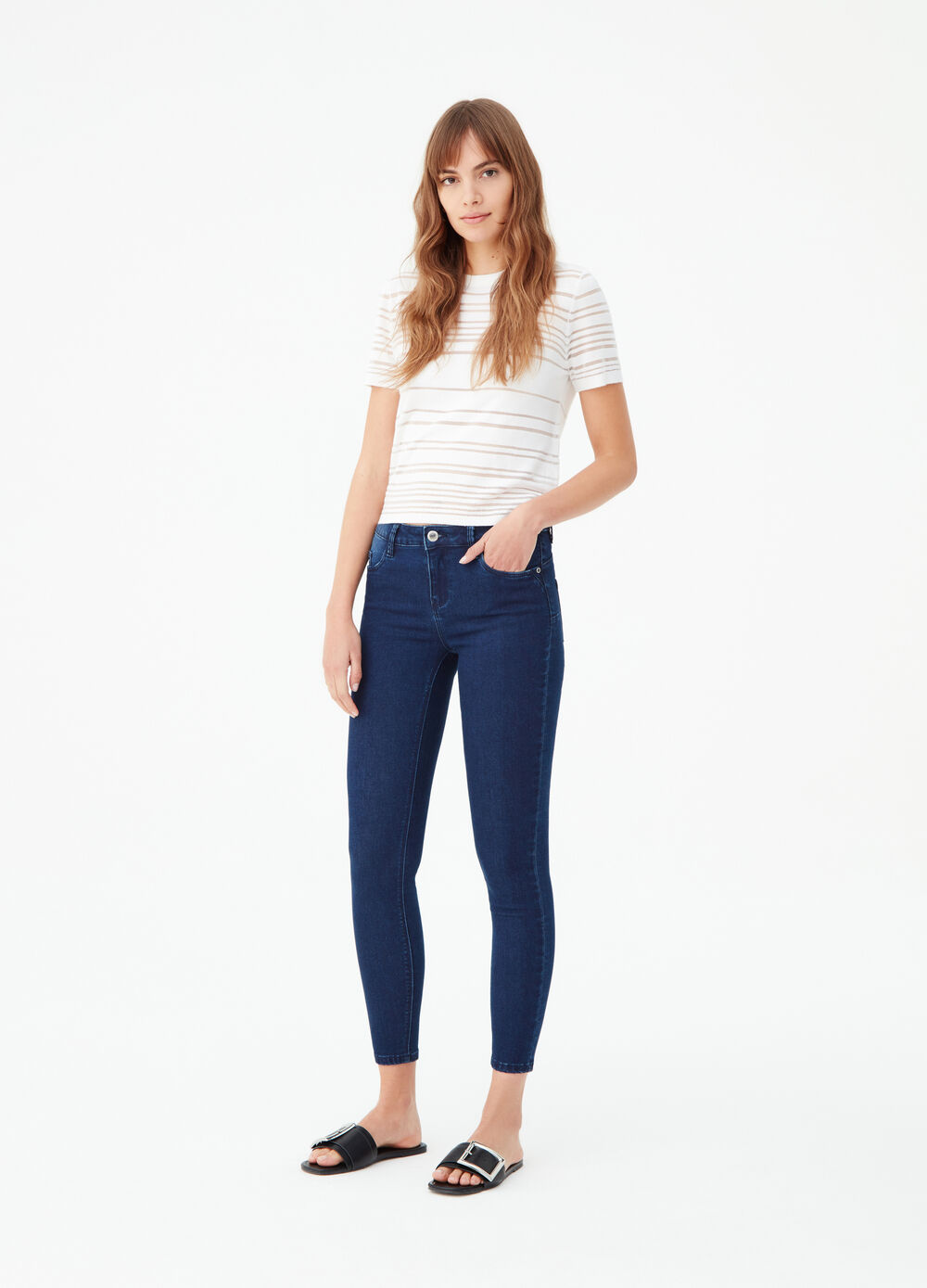 Body-shaping push-up jeans