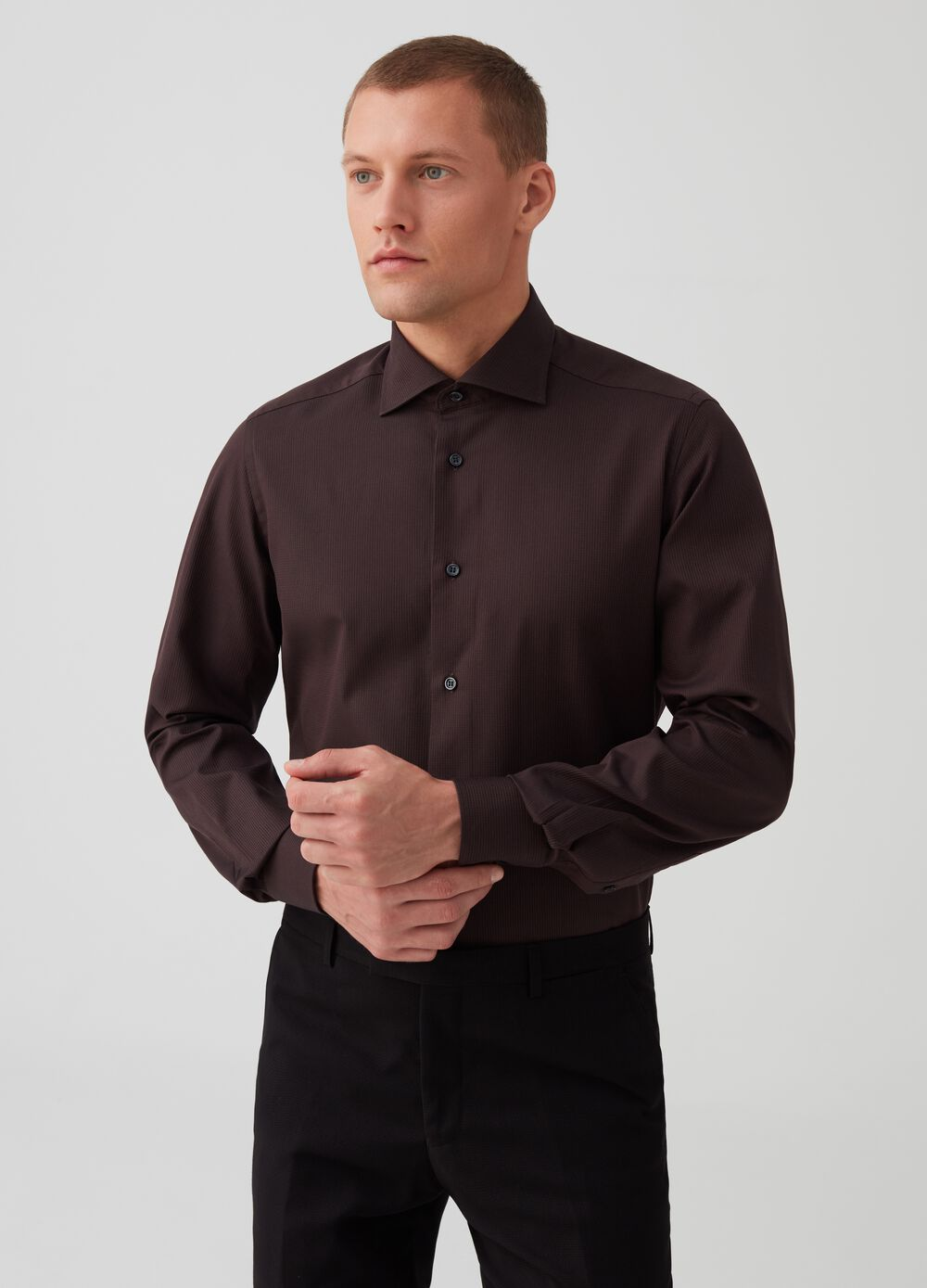 Slim-fit shirt in 100% cotton dobby