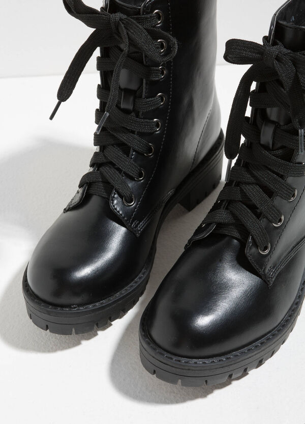 Combat boots with thick tread sole | OVS