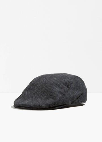 Flat cap with strap and button