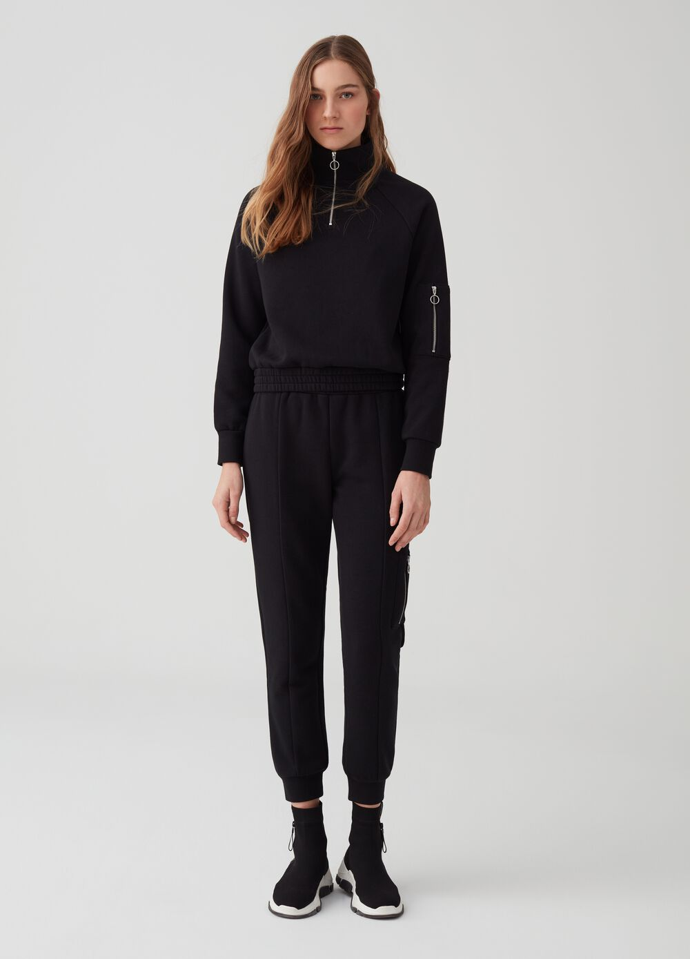 Jogger trousers with zipped pocket