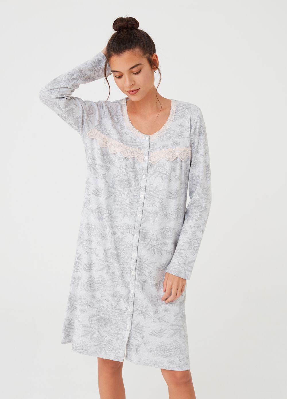 Nightshirt with patterned lace