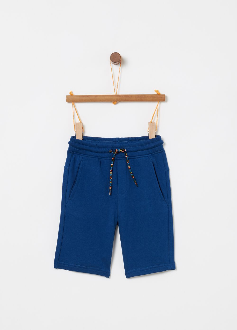 Solid colour shorts with drawstring