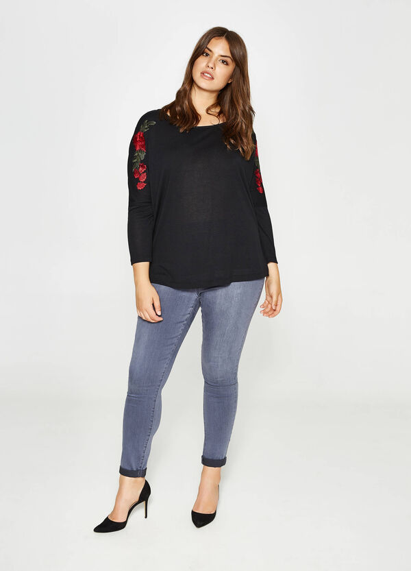 Curvy stretch T-shirt with floral embroidery   OVS