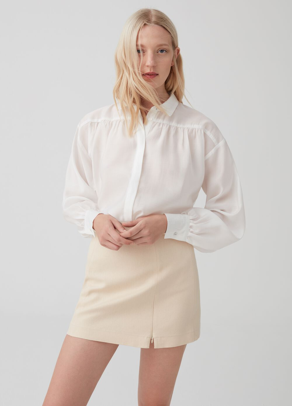Soft-fit shirt with drop shoulder