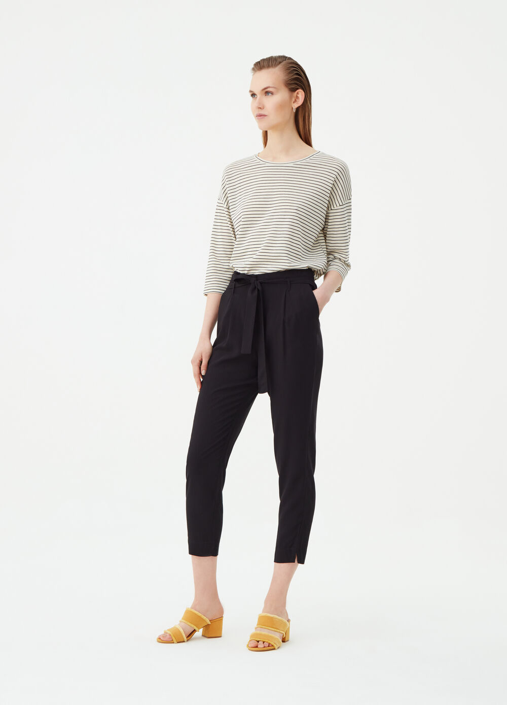 Jogging trousers with knotted belt