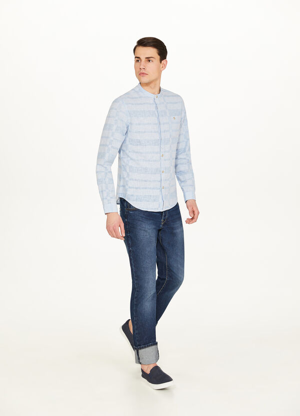 Casual shirt with geometric pattern