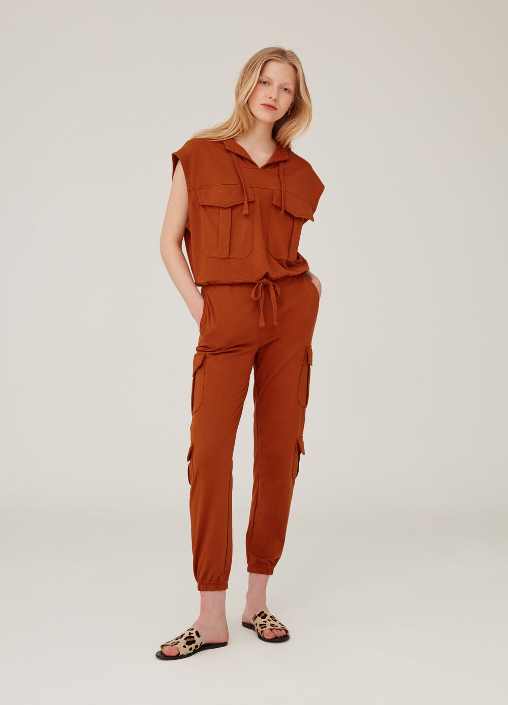 Trousers with elasticated waistband and pockets on the side