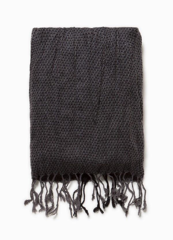 Scarf with long fringing