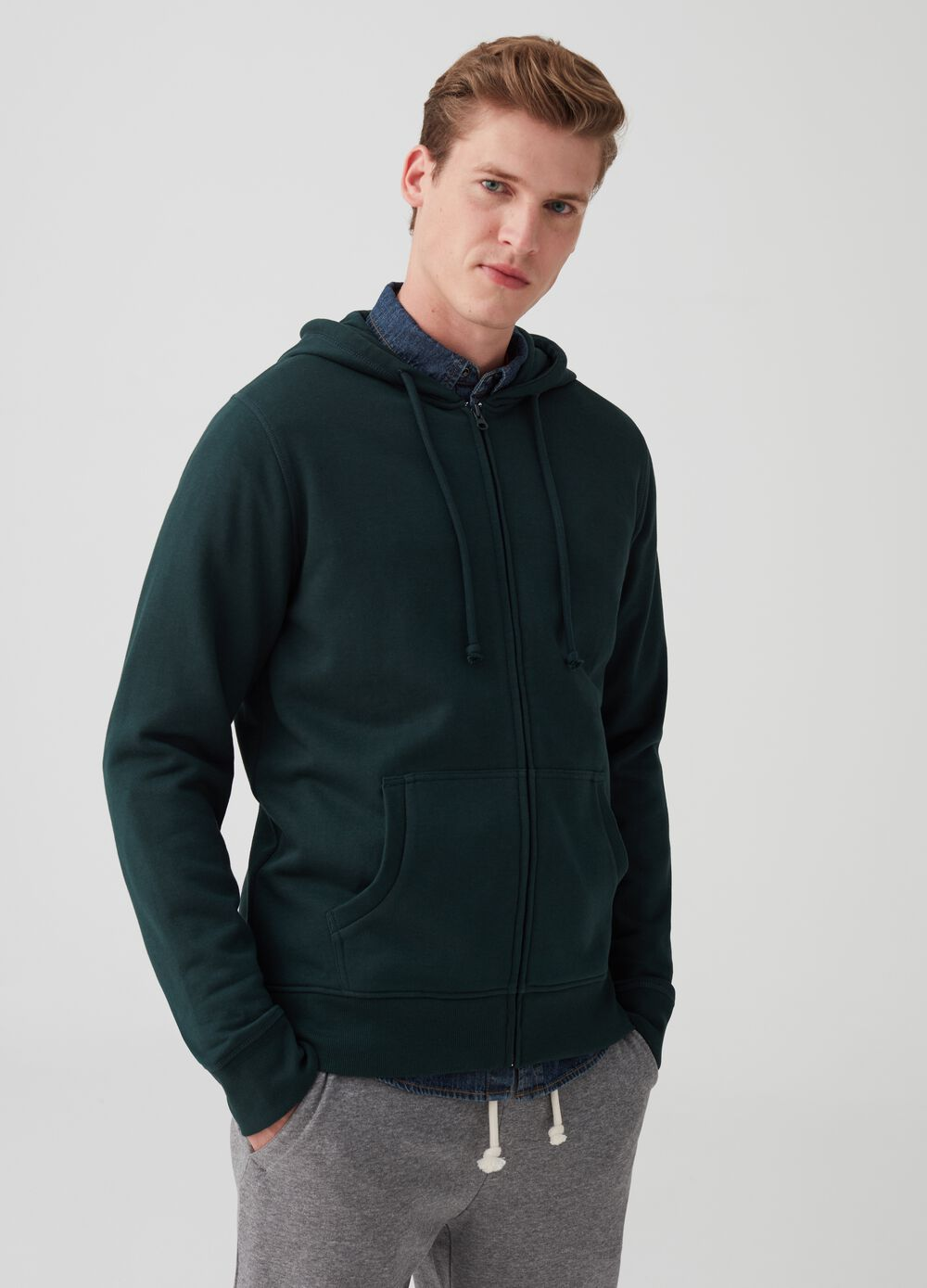 Sweatshirt with full-zip hood