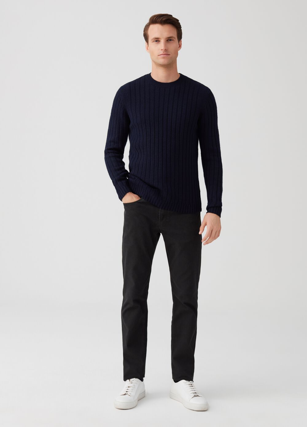 Solid colour chino trousers with five pockets