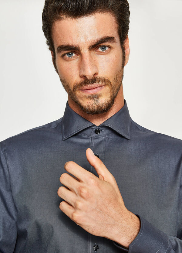 Regular-fit formal shirt with cutaway collar
