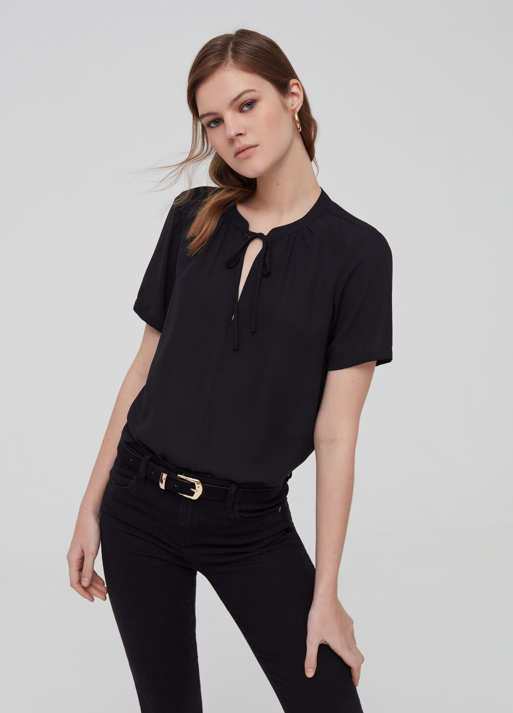 Crêpe blouse with short sleeves