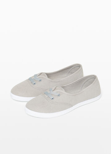 Sneakers with laces and canvas uppers