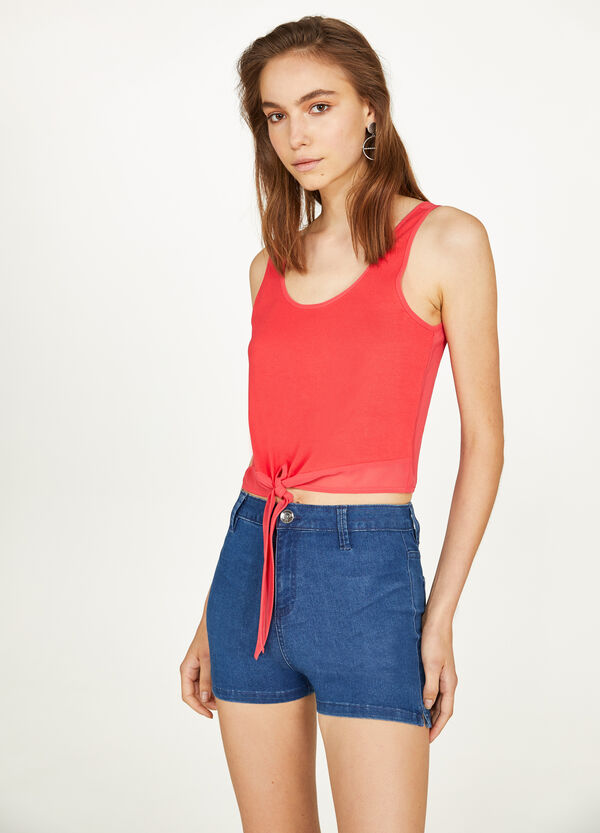 Top with knotted hem and round neckline