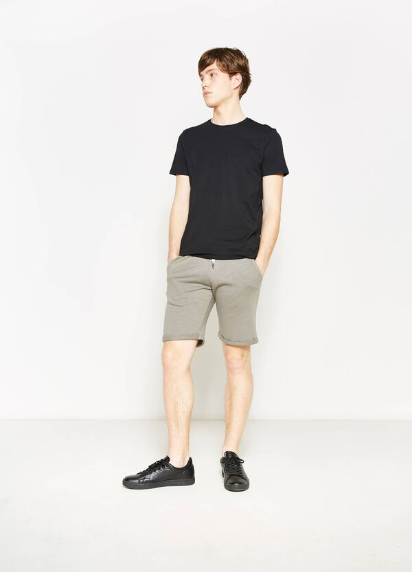 G&H 100% cotton Bermuda shorts with turn-ups | OVS