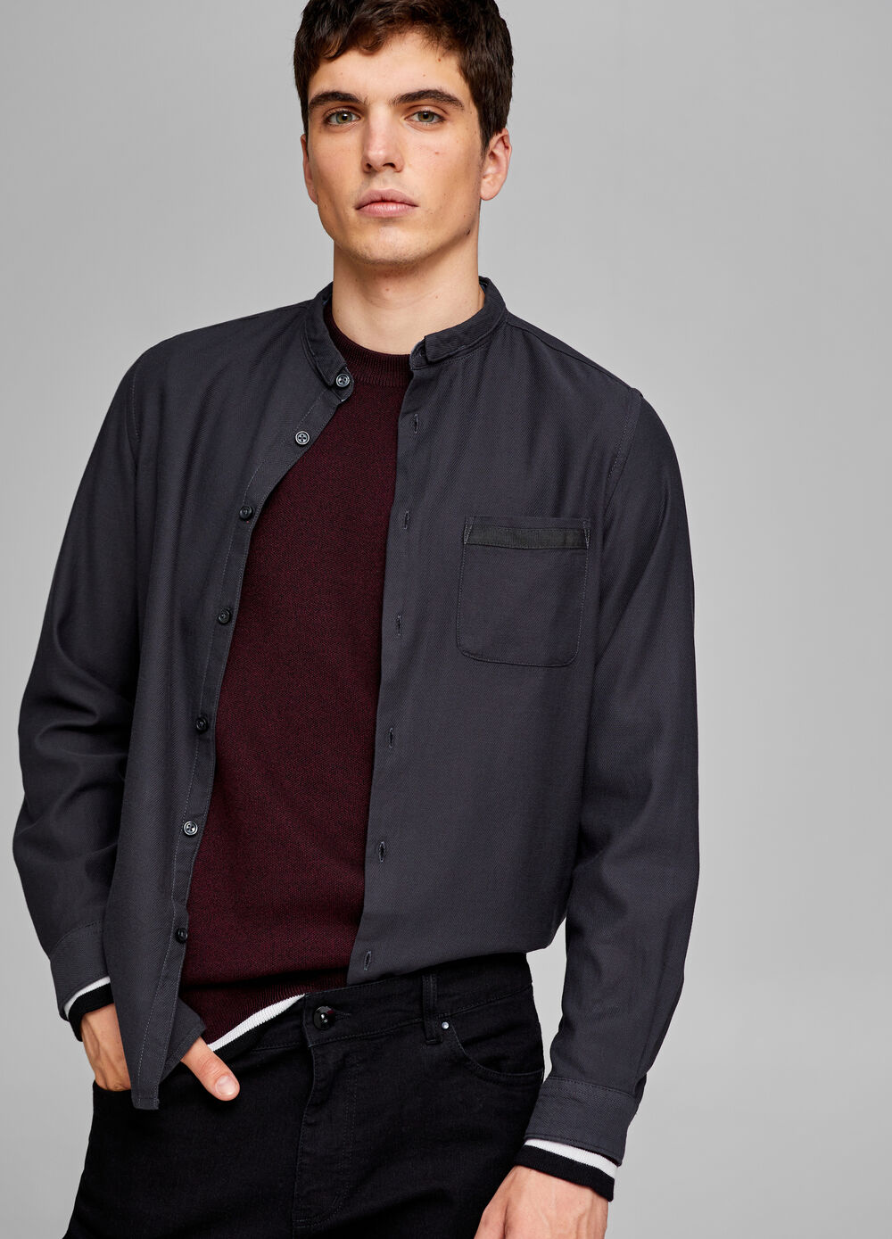 Casual slim-fit shirt with band