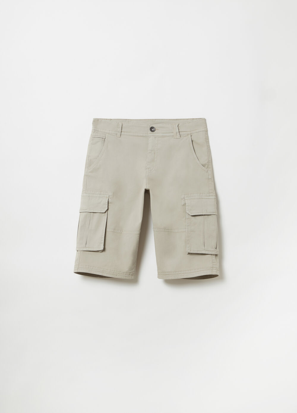 Stretch cargo Bermuda shorts with pockets and large pockets