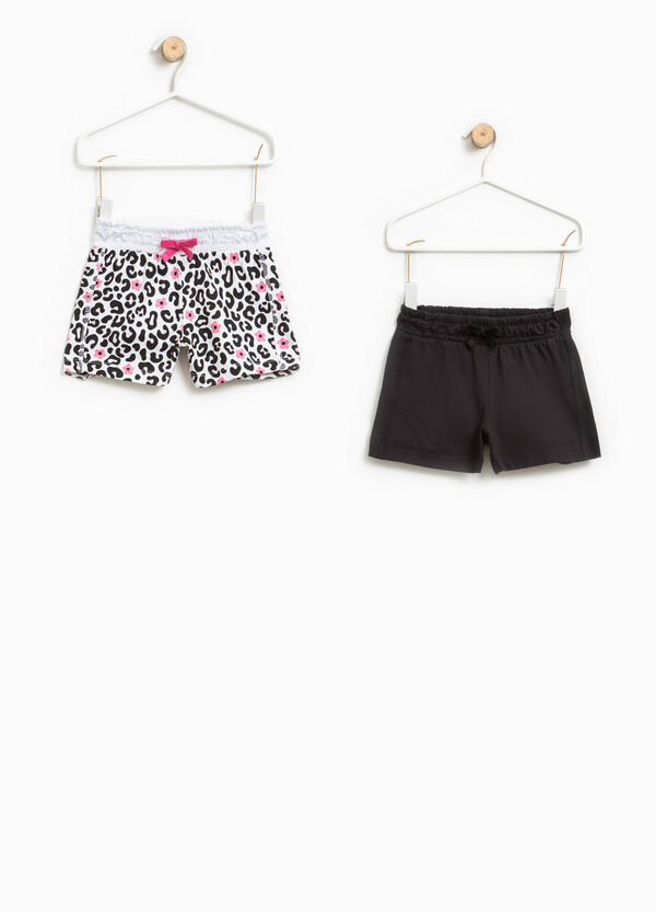 Two-pack solid colour and animal patterned shorts   OVS