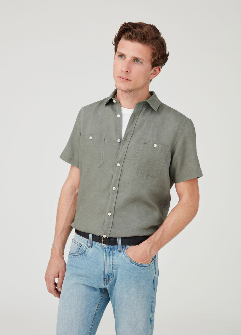 Short-sleeved 100% linen shirt with pockets