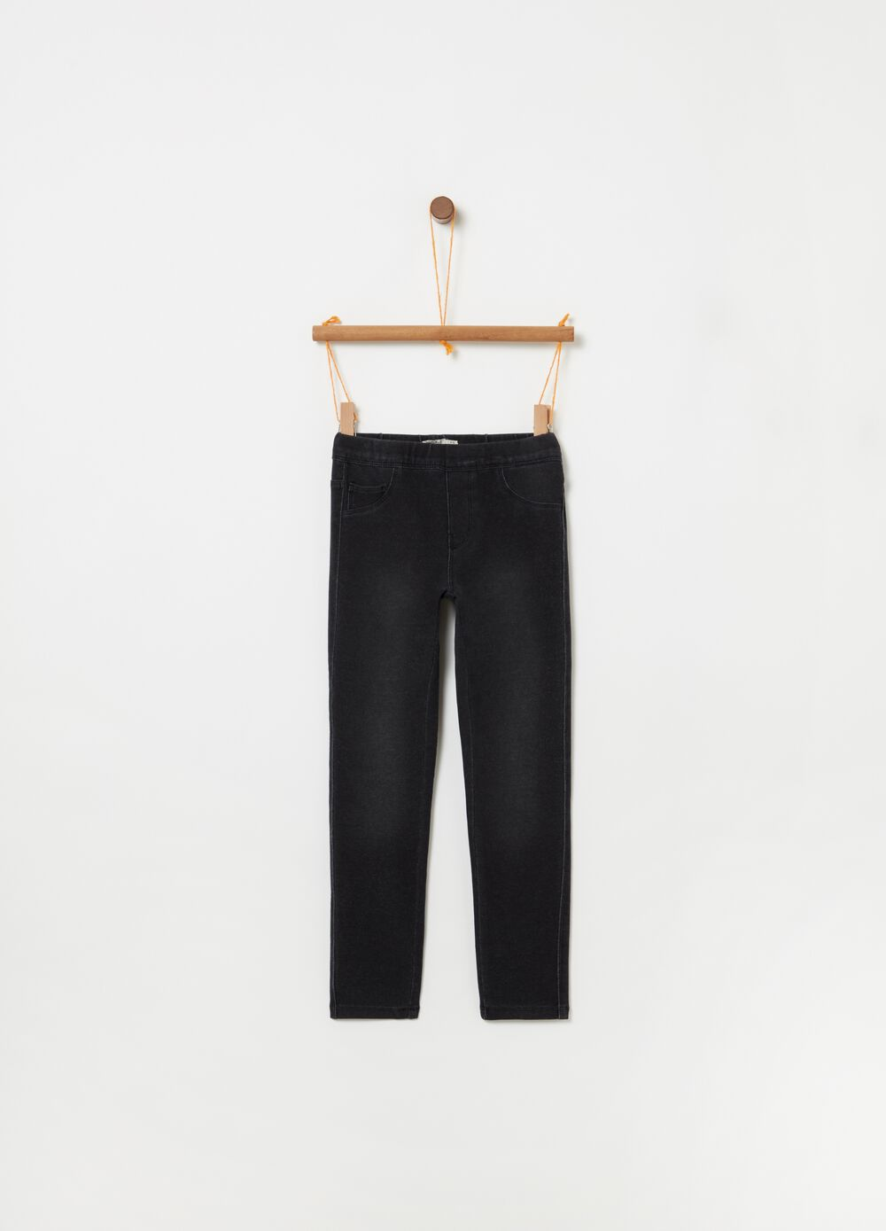 Jeggings with elasticated waist and five pockets.