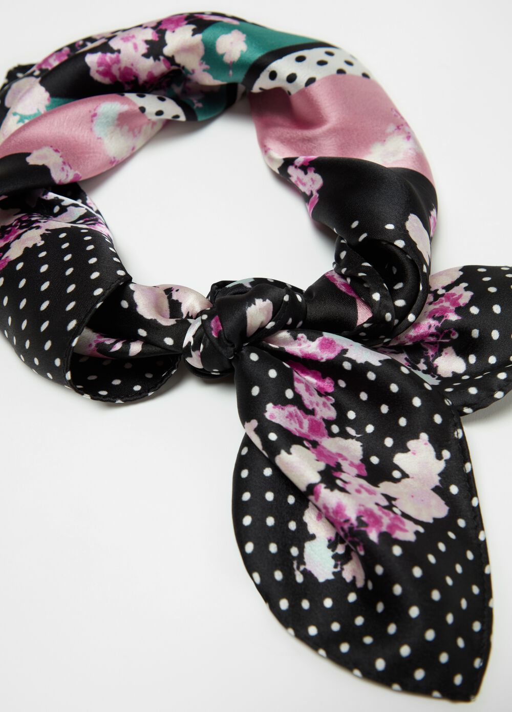 Foulard with flowers and polka dots print