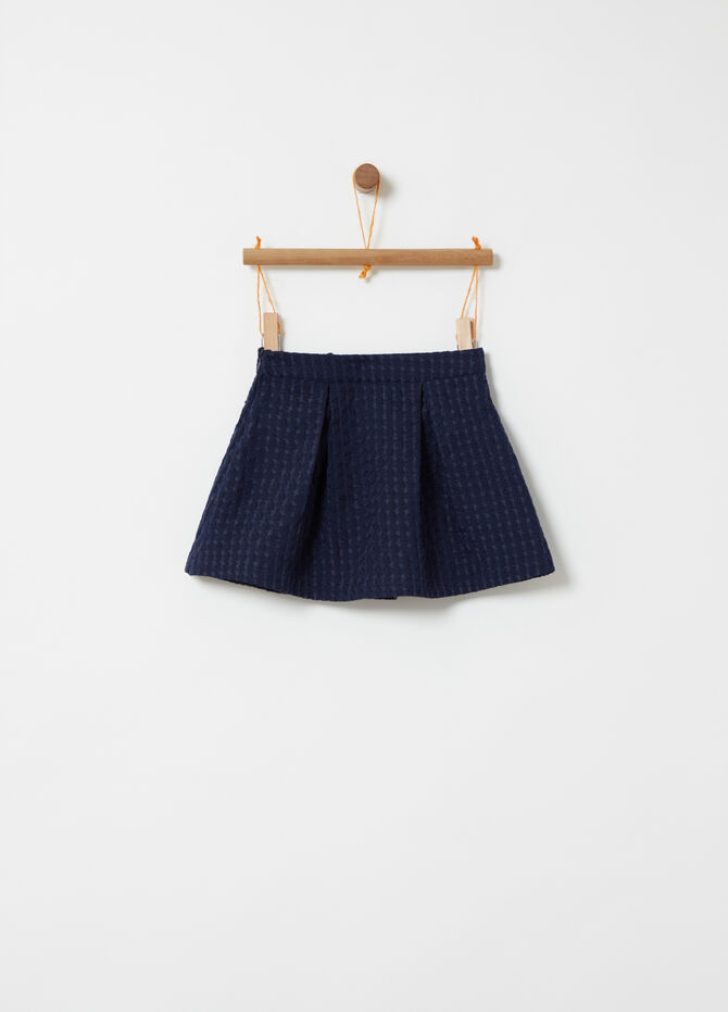 Skirt with contrasting weave and bow